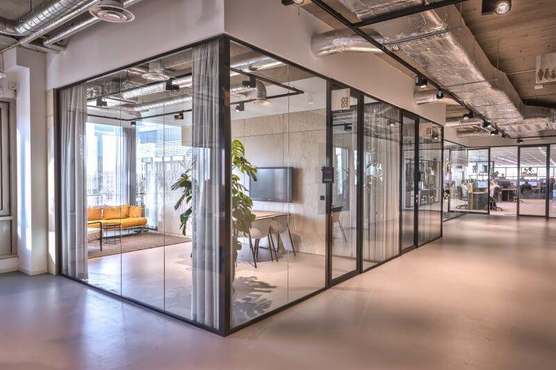 Glaswanden kantoorruimte - Haklander Interieurbouw