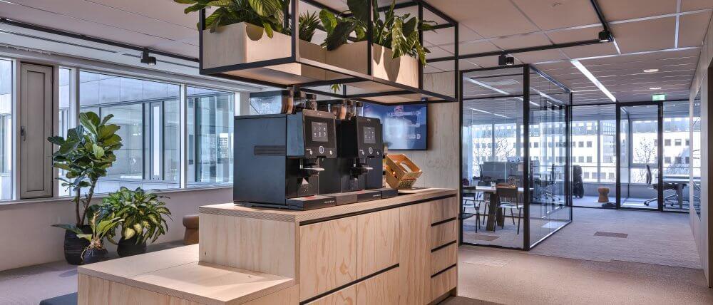 Koffiecorner kantoor - Interieurbouw Haklander