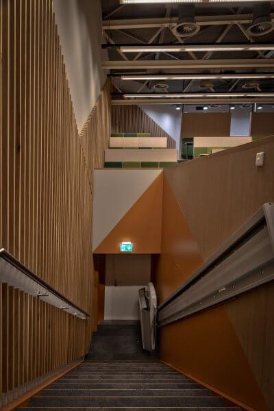 Interieurbouw Haklander - trap opgang lambrisering