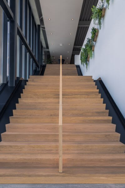 Trapopgang showroom | Interieurbouw Haklander