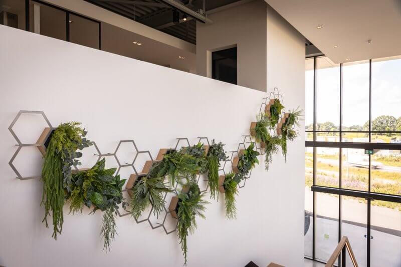 Trapopgang decoratie groen | Interieurbouw Haklander