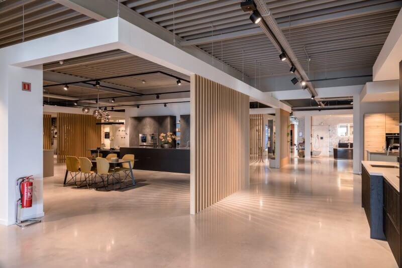 Eiken dividers | interieurbouw showroom